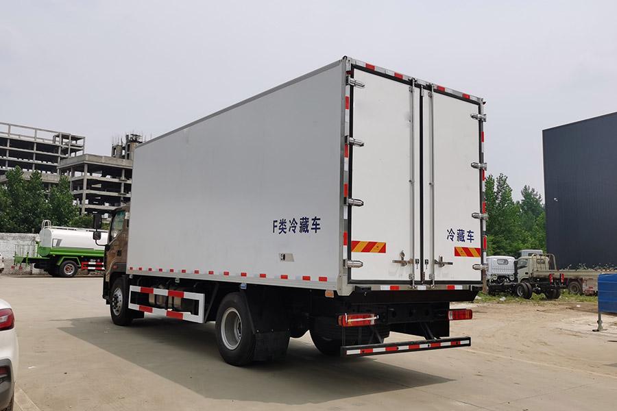 福田奥铃CTS9大黄蜂6.8米冷藏车斜后1