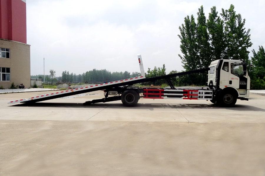 解放J6  6.4米平板清障车车头向右