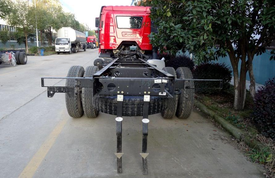 解放J6  6.4米平板清障车正后方