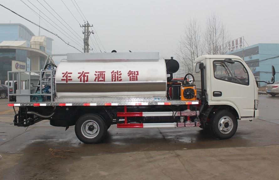 东风4吨沥青洒布车正侧图片