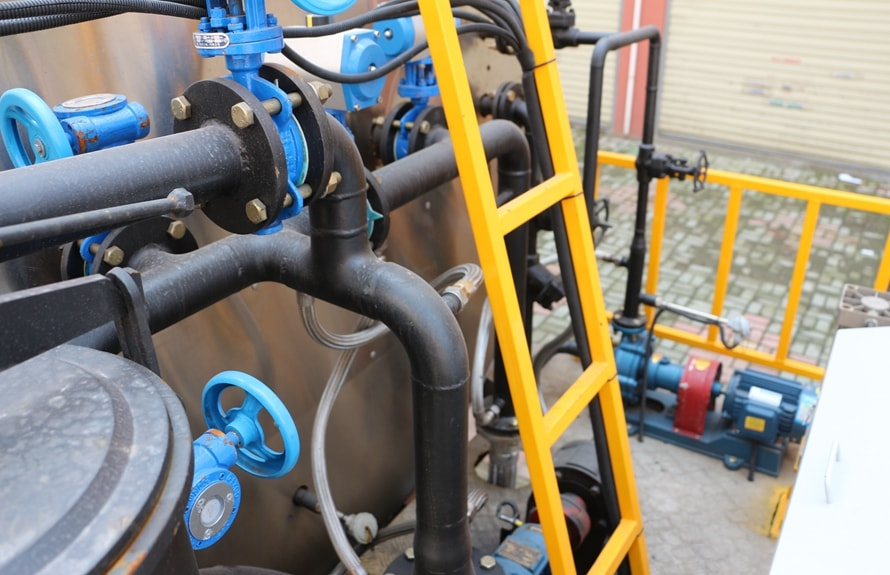 重汽金王子12吨沥青洒布车管道图片