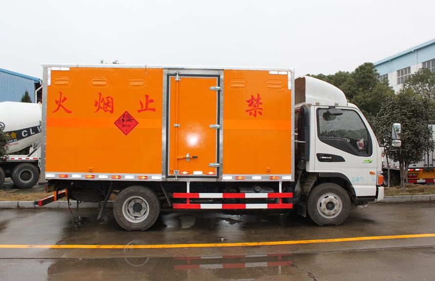 江淮骏铃易燃液体防爆运输车正侧图片