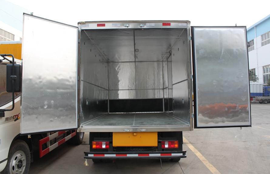 重汽豪沃易燃液体防爆运输车厢体图片