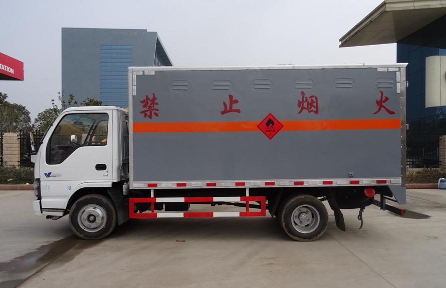 五十铃易燃液体防爆运输车正侧图片