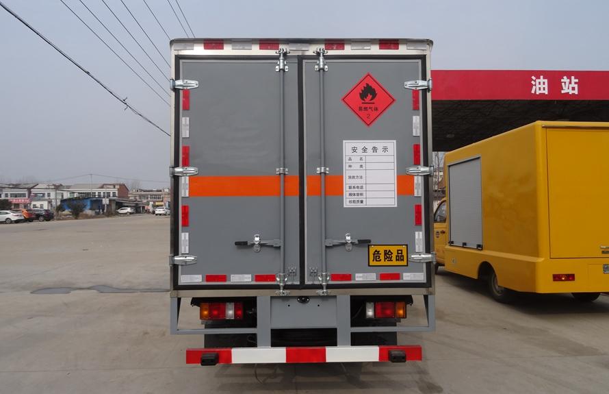 五十铃易燃液体防爆运输车正后图片