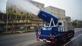 用喷雾除尘车,路上尘土飞扬不用烦!