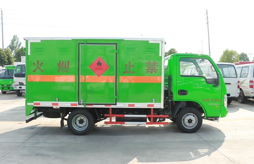 跃进小星易燃液体防爆运输车正侧图片