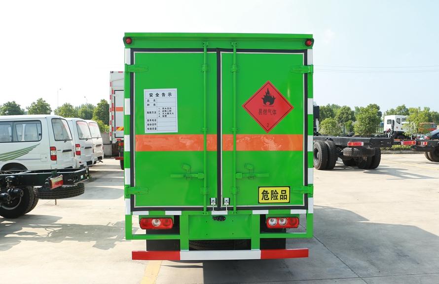 跃进小星易燃液体防爆运输车正后图片