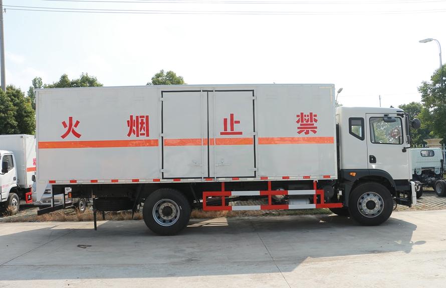 东风T3易燃液体防爆运输车正侧图片