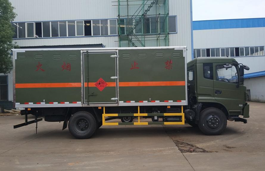 东风专用易燃液体防爆运输车正侧图片