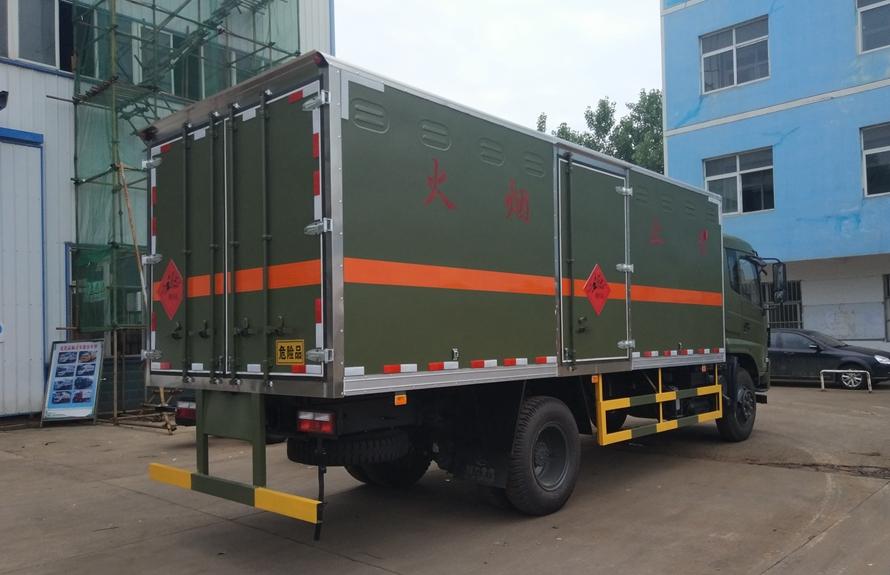东风专用易燃液体防爆运输车斜后图片