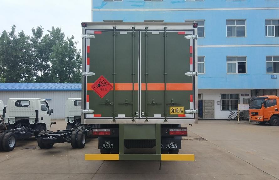 东风专用易燃液体防爆运输车正后图片