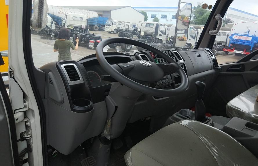 东风嘉运易燃液体防爆运输车方向盘图片