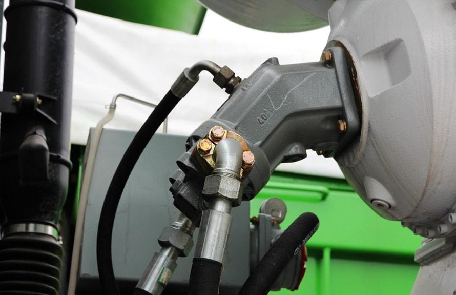 重汽后双桥14立方混凝土搅拌车液压件图片