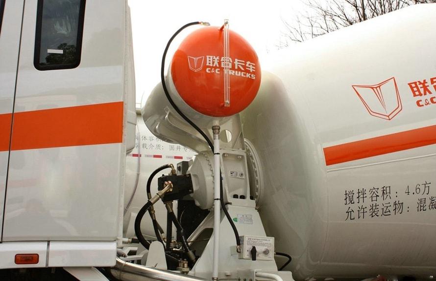 联合重卡14立方混凝土搅拌车液压系统图片