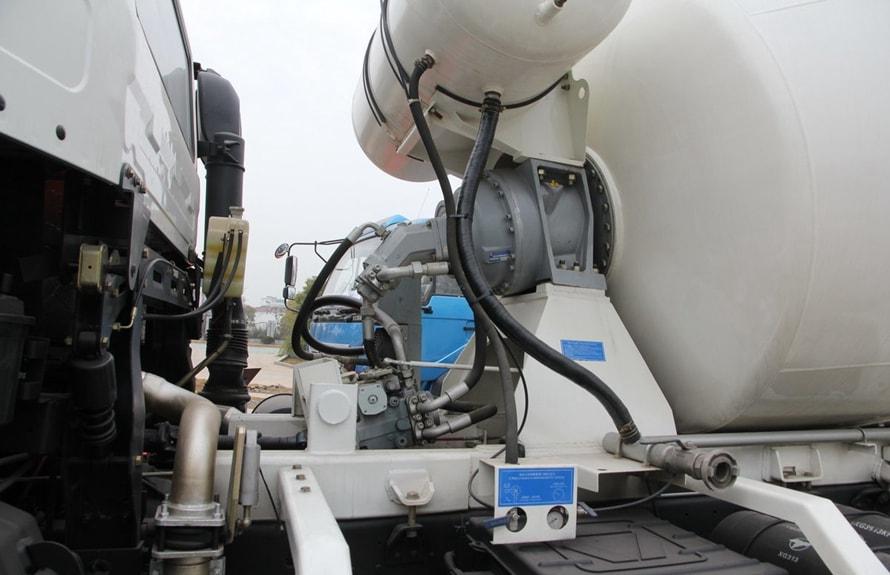 徐工12立方混凝土搅拌车液压件图片