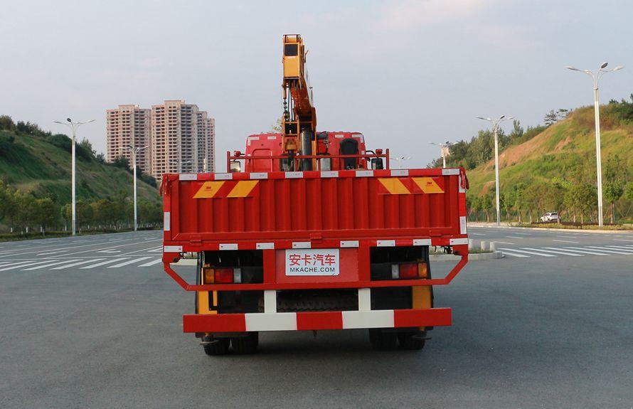 东风柳汽6.3吨随车吊正车尾图片