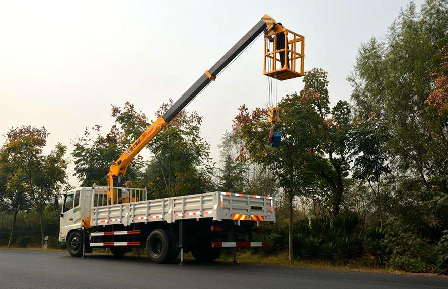 东风天锦8吨随车吊右侧45度图片