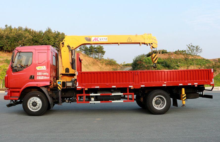 东风柳汽6.3吨随车吊正侧图片