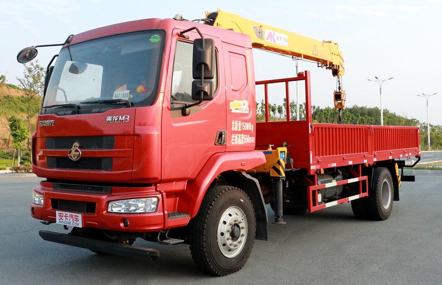 东风柳汽6.3吨随车吊左侧图片