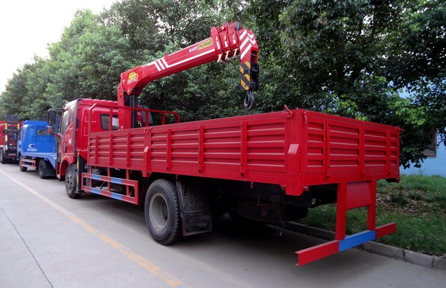 解放8吨随车吊右侧45度图片