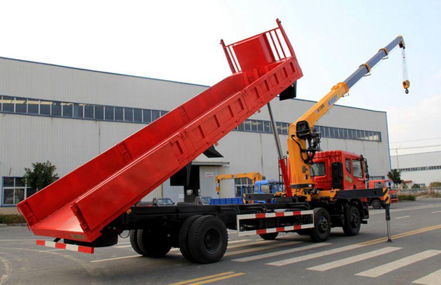 东风特商10吨随车吊车尾向左图片
