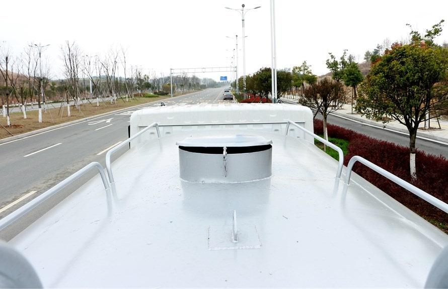 解放12吨洒水车罐顶图片