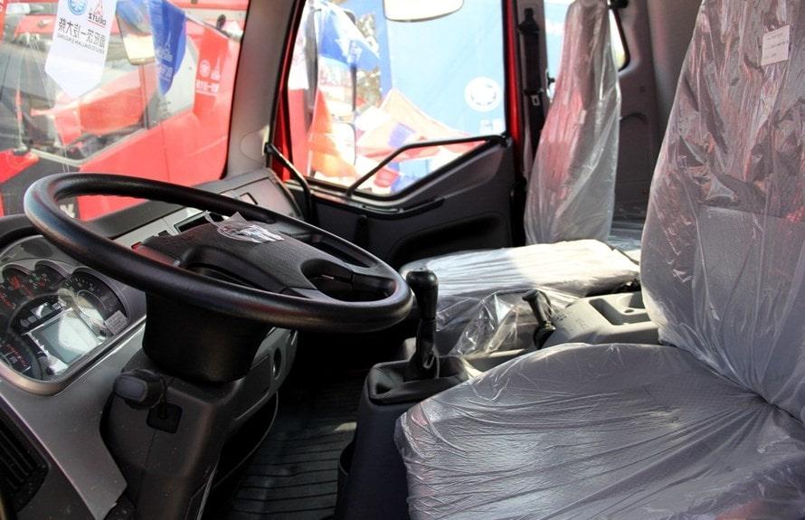 解放12吨洒水车驾驶室图片