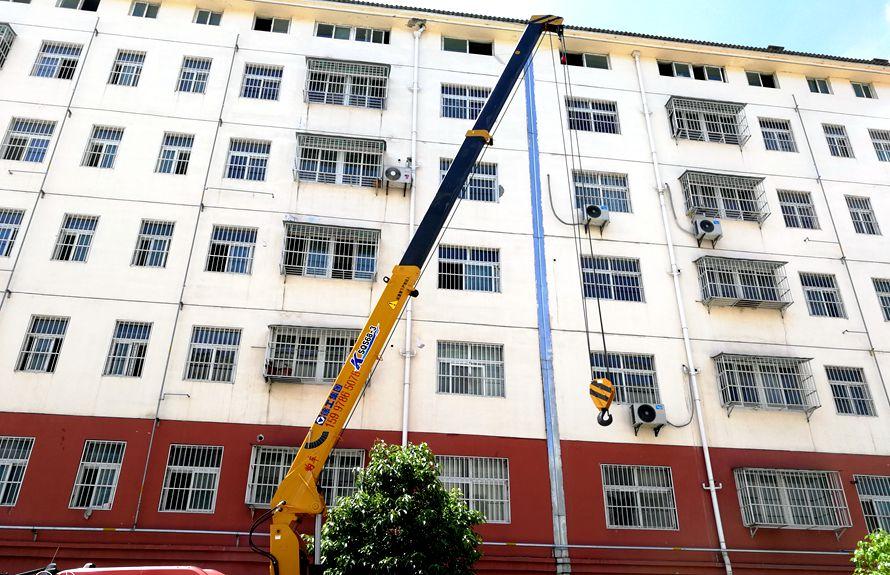 徐工3吨随车吊吊机伸出图片