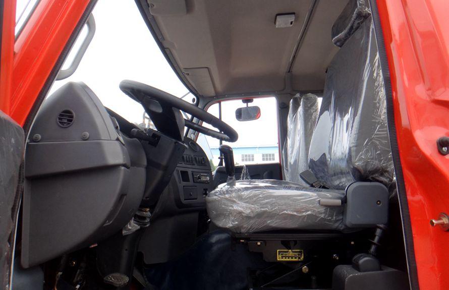 东风12吨随车吊主驾驶室图片