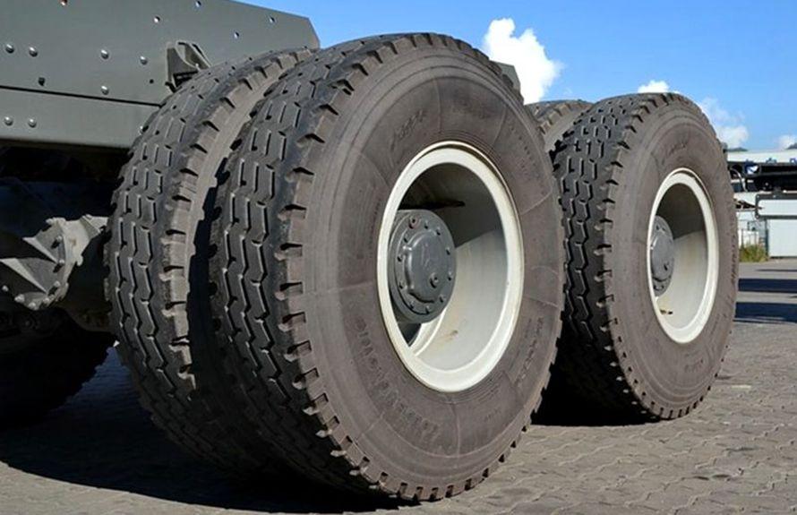 50吨大型随车吊钢丝胎图片