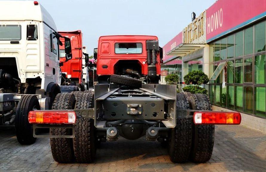 50吨大型随车吊底盘车尾图片