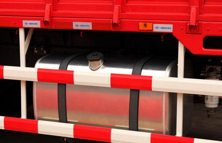 解放8吨随车吊铝合金油箱图片