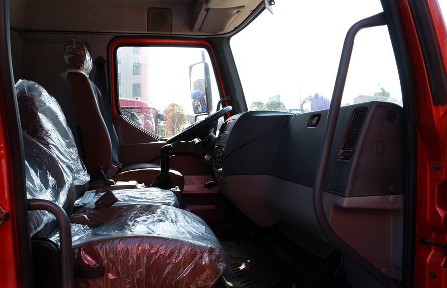 东风柳汽6.3吨随车吊副驾驶室图片