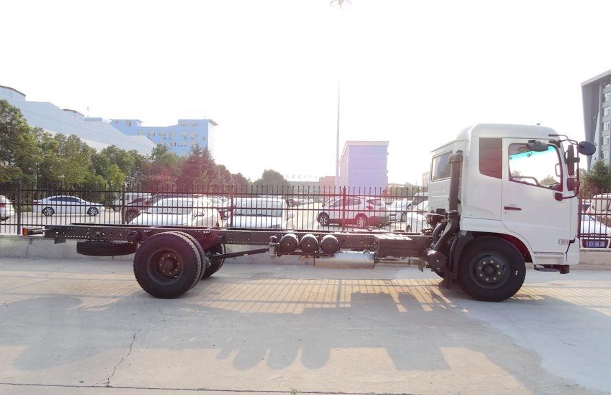 东风天锦单桥重型清障车车身正侧面