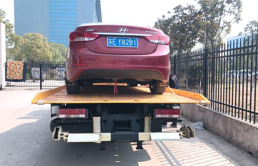 江淮5.6米平板清障车正后方