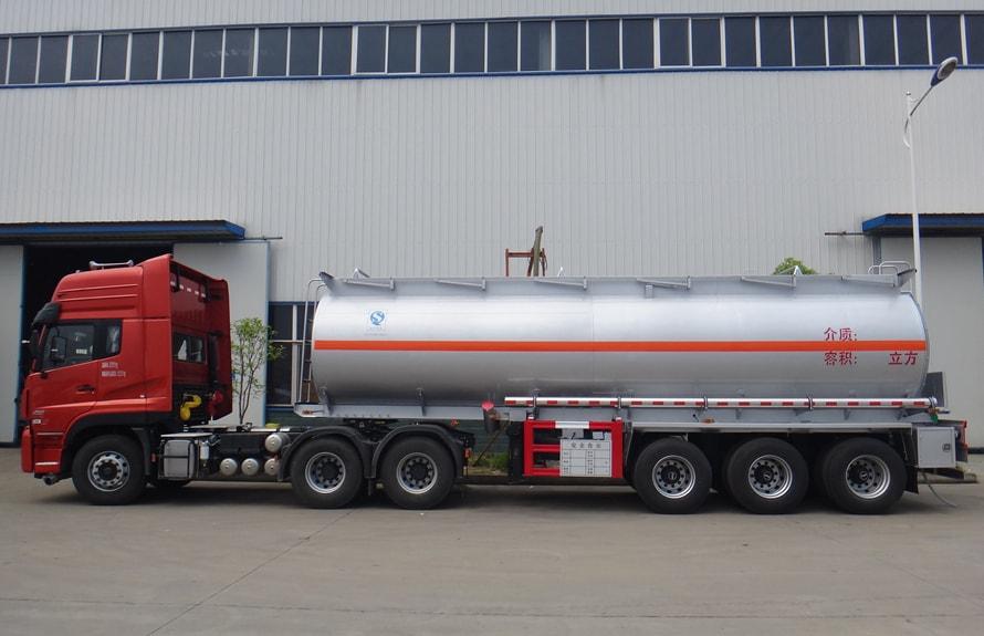 东风天龙半挂油罐车正侧图片