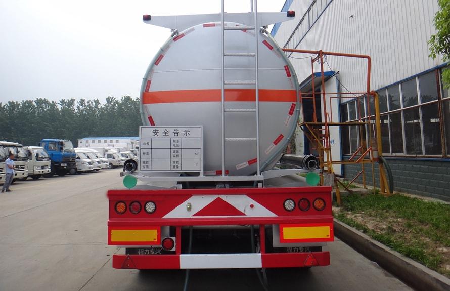 东风天龙半挂油罐车车尾图片