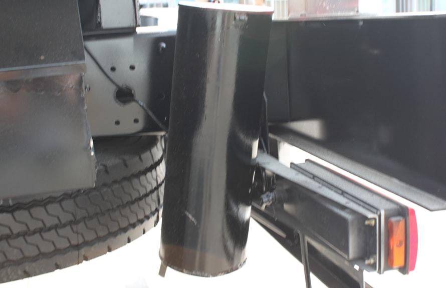 解放前四后六铝合金油罐车灭火器图片