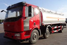 解放小三轴21吨油罐车