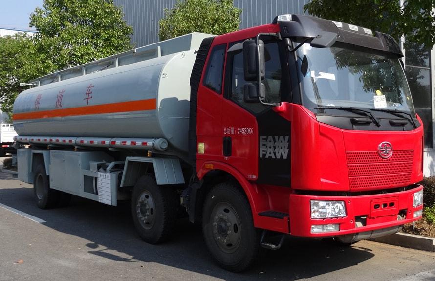解放小三轴21吨油罐车右侧图片
