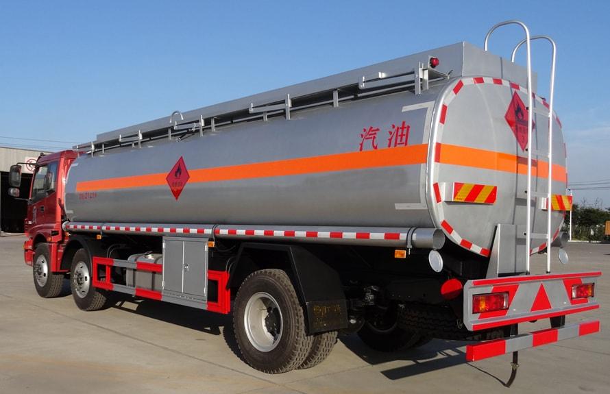 欧曼小三轴22吨油罐车后侧图片