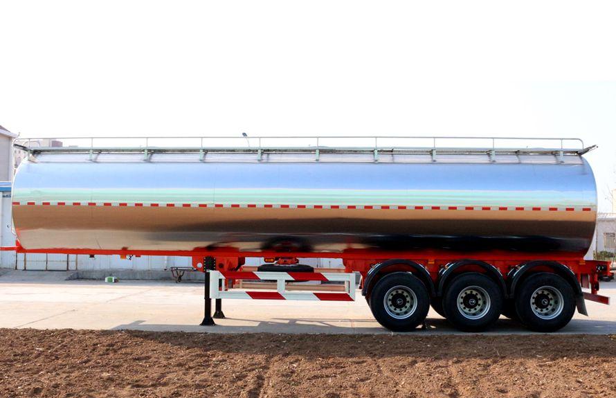 30立方鲜奶运输车正侧图片