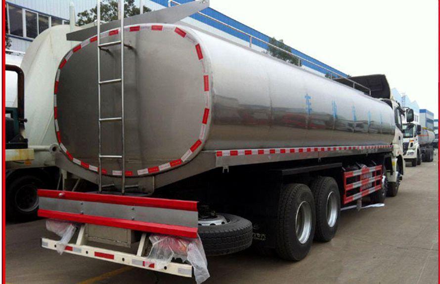 欧曼前四后八鲜奶运输车车尾图片