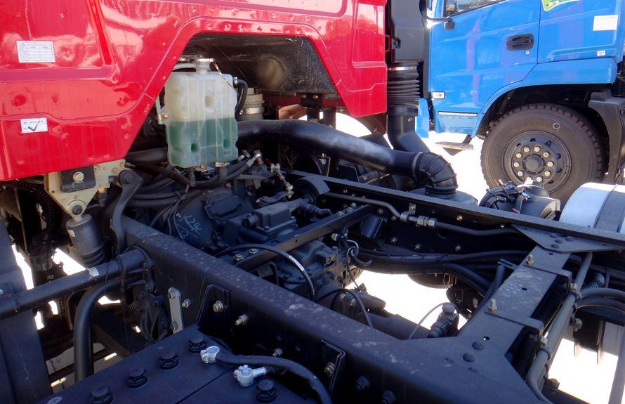 解放鲜奶运输车变速箱图片