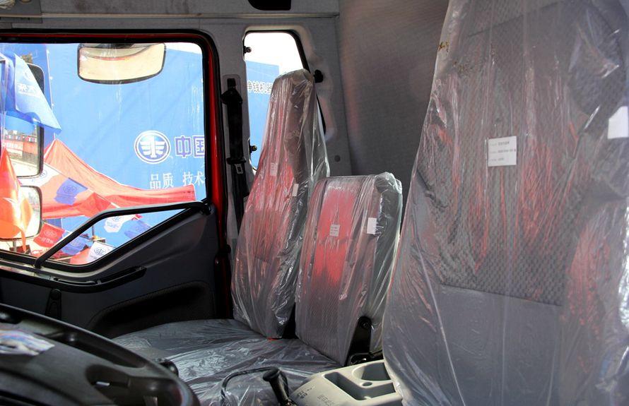 解放鲜奶运输车卧铺图片