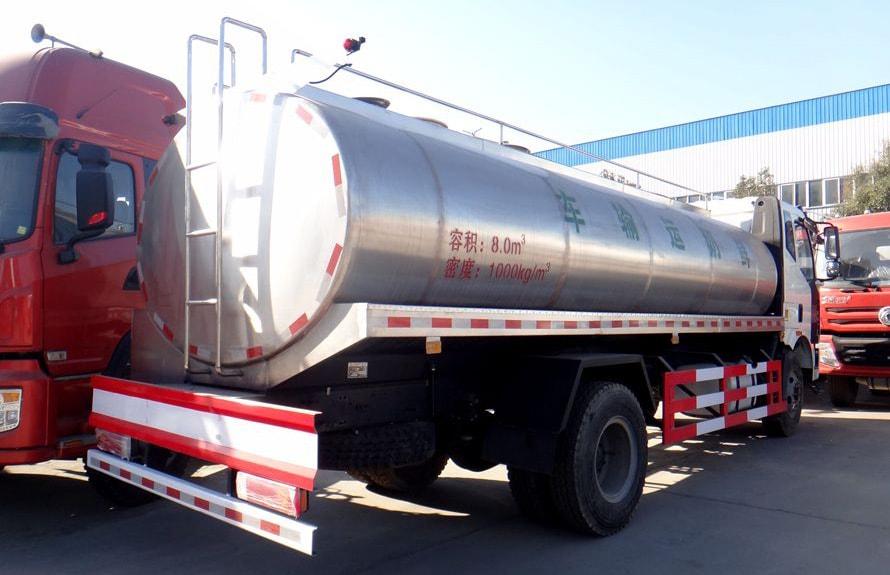 解放鲜奶运输车车尾向左图片