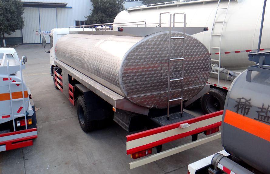 东风天锦鲜奶运输车车尾向右图片