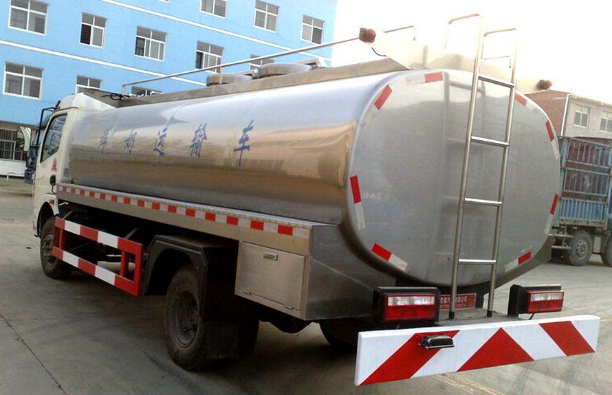 东风8吨液态食品运输车车尾向右图片