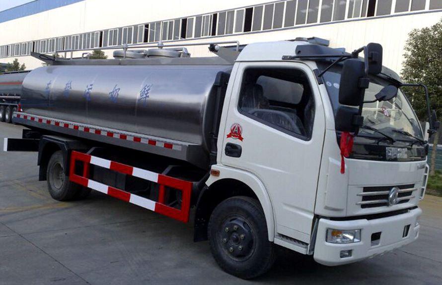 东风8吨液态食品运输车右侧45度图片